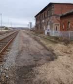 10-vitzenburg-bis-2011/185018/der-zurueckgebaute-bahnsteig-im-ehemaligen-bf Der zurückgebaute Bahnsteig im ehemaligen Bf Vitzenburg; 18.02.2012 (Foto: Günther Göbel)