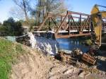 brucken-und-uberfuhrungsbauwerke/164143/der-schon-fast-abgerissene-betonpfeiler-der Der schon fast abgerissene Betonpfeiler der alten Saalebrücke auf der Roßbacher Seite; 16.10.2011 (Foto: Hans Grau)