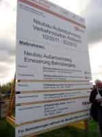 schilder/163066/infotafel-zum-neubau-des-ersten-haltepunkts Infotafel zum Neubau des ersten Haltepunkts in Roßbach, der im Rahmen der Umbauarbeiten an der Unstrutbahn errichtet wird; 07.10.2011 (Foto: Klaus Pollmächer)