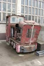 ns2f-feldbahnlok/110131/zwk-3-eine-600-mm-ns2f ZWK 3, eine 600 mm Ns2f Feldbahnlok, die in der Tongrube vom Zementwerk Karsdorf im Einsatz war, bei Arco in Karsdorf; 02.12.2002 (Foto: Raplh Mildner)