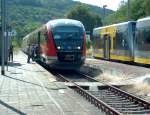 2009/111916/db-642-163-0--642-669-6 DB 642 163-0 + 642 669-6 als RB 25977 von Nebra nach Naumburg Ost, im Bf Nebra; 12.09.2009