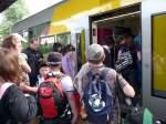 menschen-und-die-hochbahn/21562/zahlreiche-fahrgaeste-im-bahnhof-teuchern-08052009 Zahlreiche Fahrgäste im Bahnhof Teuchern; 08.05.2009 (Foto: Ralf Kuke)